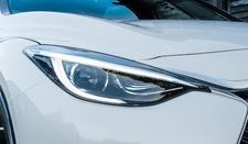 Co powoduje parowanie lamp w samochodzie?